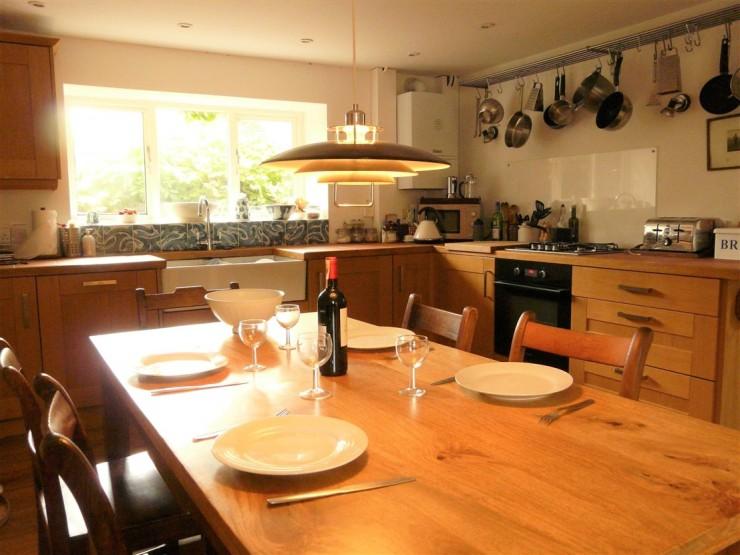 Open plan kitchen (2)